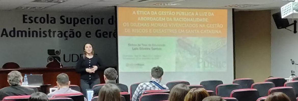 Laís S. Santos, AdmEthics researcher, defends her PhD dissertation on moral dilemmas and ethical deliberation in Emergency Management in Santa Catarina